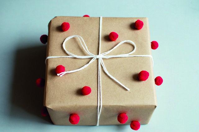 Cadeau à pompom - a pair and a spare